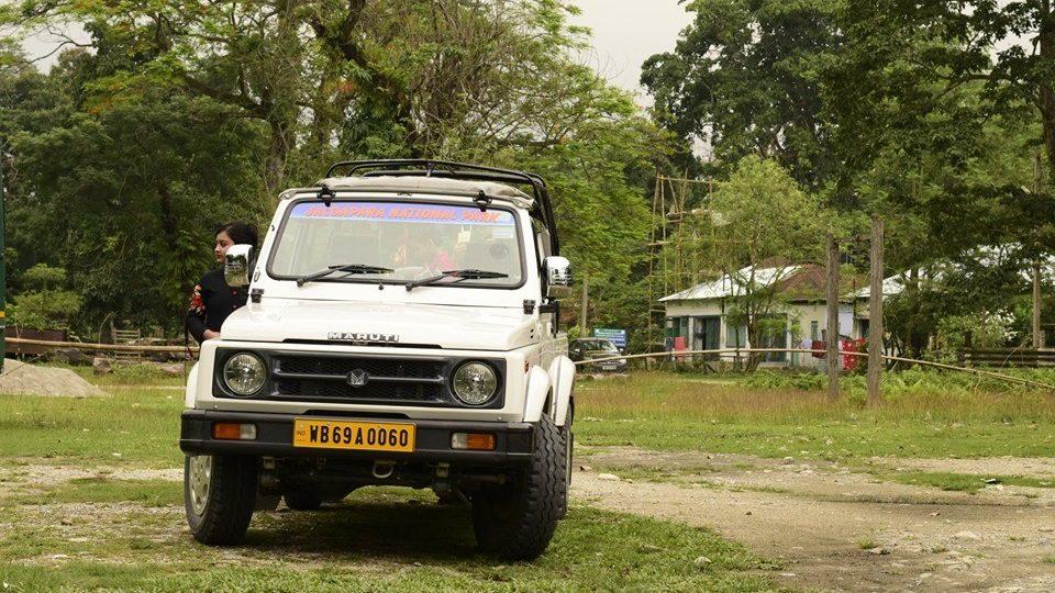 safari-vehicle-jaldapara-national-park